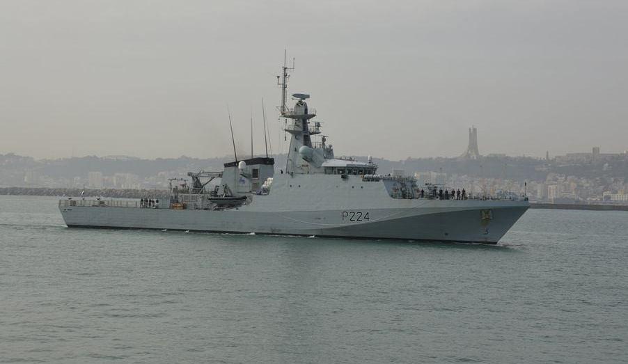 طواف عسكري بريطاني يرسو بميناء الجزائر