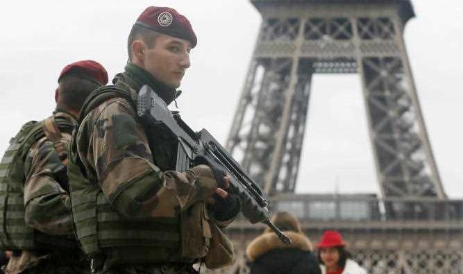 عشرون جينرالا فرنسيا يحذرون من تفكك فرنسا وانقلاب عسكري بسبب العنصرية