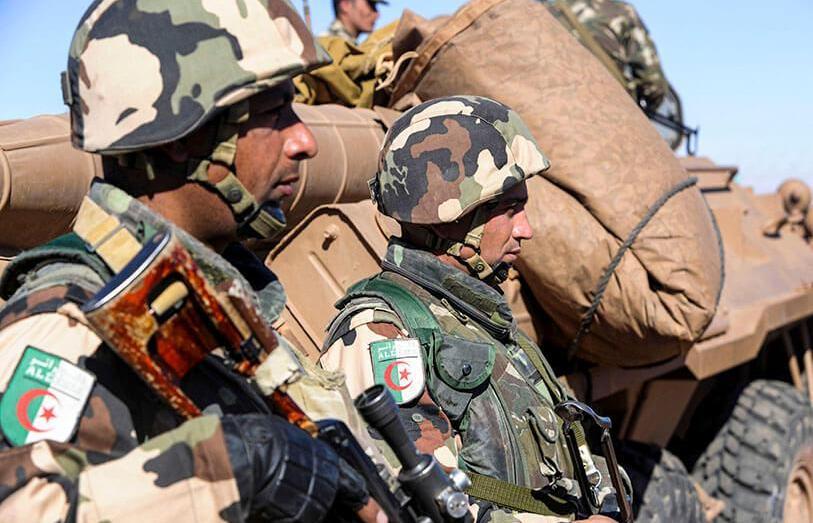 إرهابي يسلم نفسه للجيش الجزائري ببرج باجي مختار