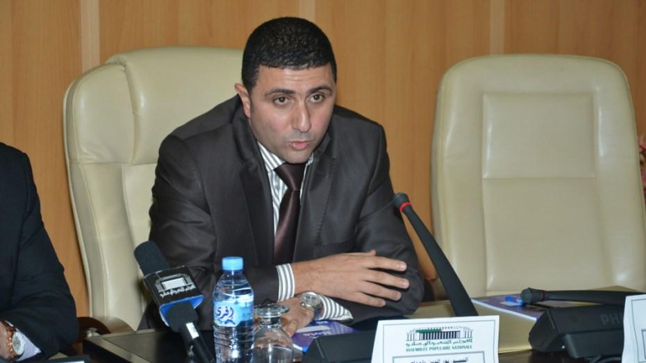 بلمداح: الجزائريون يتعرضون للاحتيال عند شراء تذاكر السفر