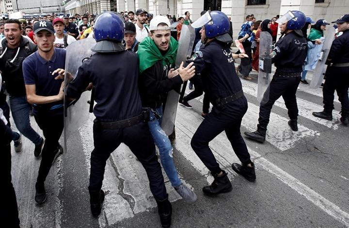 """""""الأفافاس"""" يندّد بالاعتقالات والقمع خلال مسيرات الجمعة"""