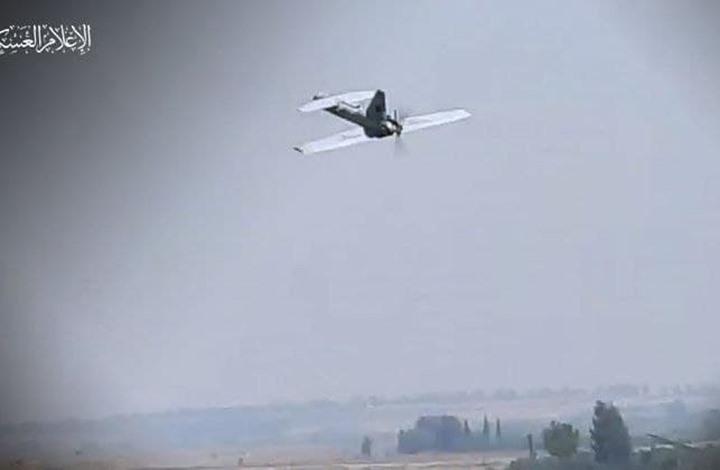"""شاهد.. كتائب القسام تكشف طائرة """"الزواري"""" المسيّرة"""