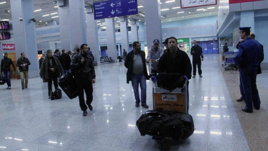 بعد ضبط موعد فتح المجال الجوي.. تحديد شروط الدخول إلى الجزائر