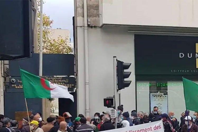 الجالية الجزائرية تحتج على شروط الحكومة