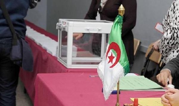 الجالية الجزائرية بالخارج تباشر عملية الاقتراع
