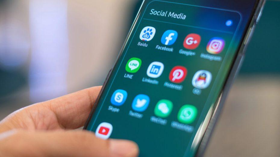 تعطيل مواقع التواصل الاجتماعي بسبب البكالوريا يثير الاستياء في الجزائر