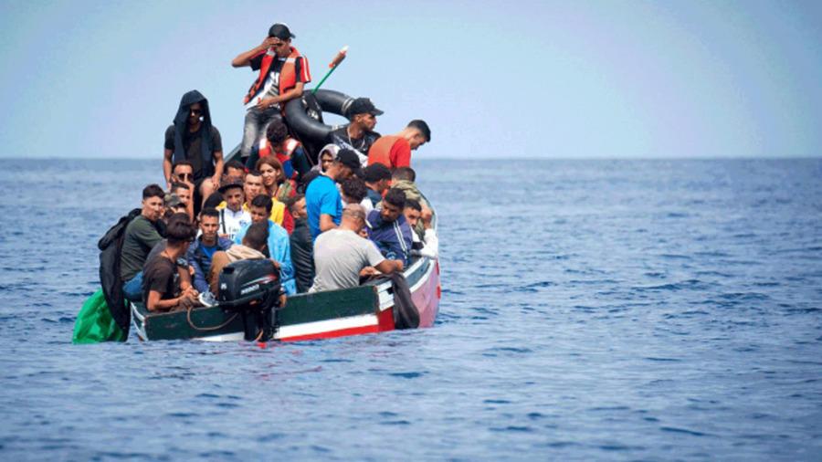 فرنسا تعتزم تطبيق إجراءات صارمة على جزائريين