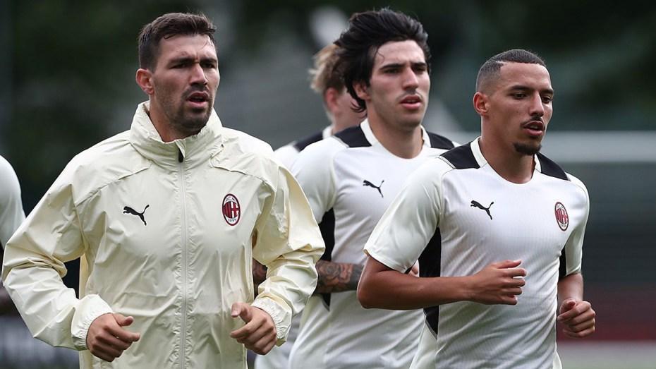 بن ناصر ورفاقه في نادي ميلان يُواجهون أحد عمالقة دوري أبطال أوروبا