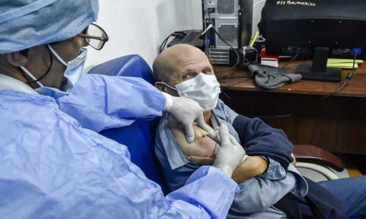 الاعتماد على الحافلات لتطعيم المواطنين ضد فيروس كورونا