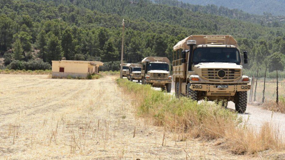 بالصور.. الجيش يواصل عمليات إخماد حرائق خنشلة