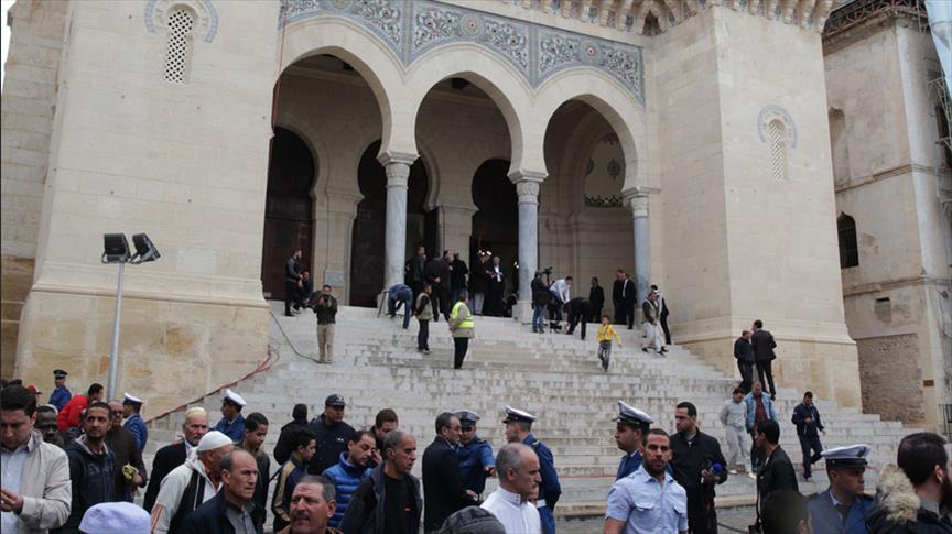 وزارة الشؤون الدينية تعلّق صلاة الجماعة وتتّخذ إجراءات أخرى