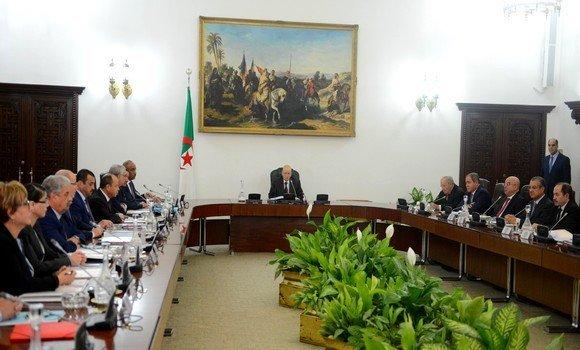 بسبب تراجع القدرة الشرائية.. الحكومة تعتزم رفع أجور الجزائريين