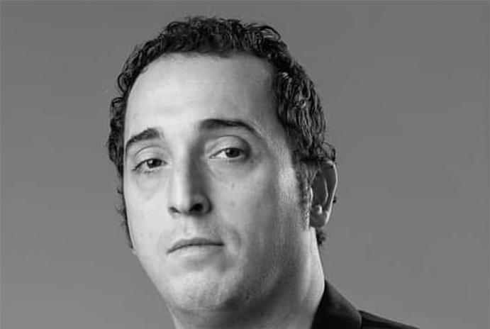 """فنان جزائري ينفي علاقته بحركة """"الماك"""" الإرهابية ويقاضي من شوهوا سمعته"""