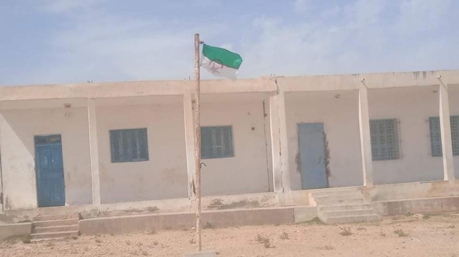 رفع علم الجزائر داخل مدرسة ابتدائية بتونس