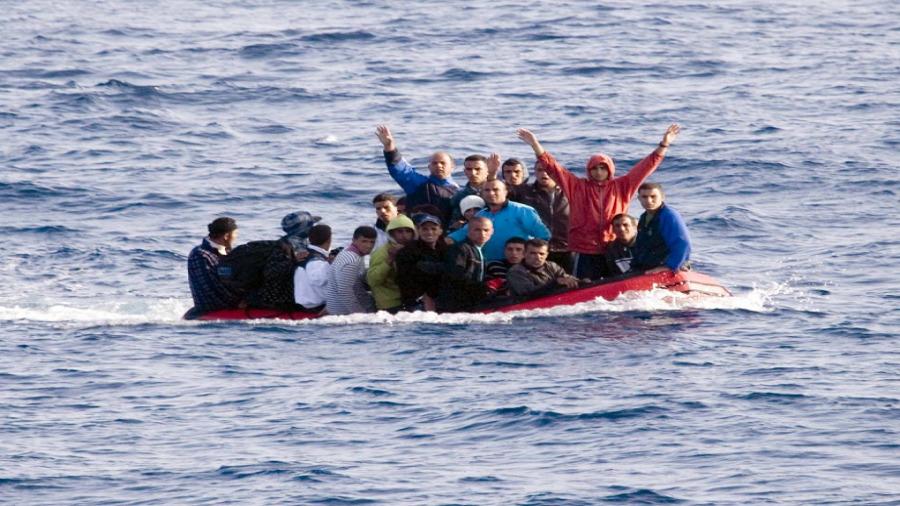وزارة الدفاع: إنقاذ 13 مهاجر غير شرعي وانتشال 4 جثث