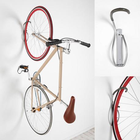 ถาดยางจักรยานและตะขอของกำแพง