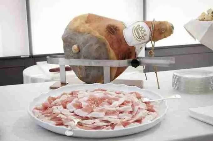 Dal Prosciutto di Parma tarocco al Prosecco alla spina: stop del Mipaaf al falso made in Italy