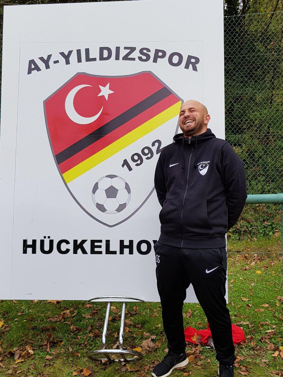 Ay-Yildizspor E1 Junioren mit glücklichem Trainer