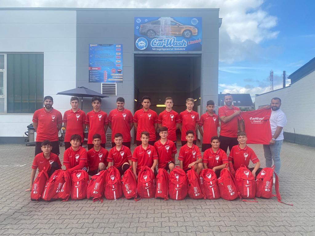 Carwash und Palm Fahrdienst Linnich mit neuer Ausstattung für die C-Jugend