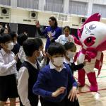 【海外】「賢明な判断だ!」コロナウイルスの感染拡大を防止する為、安倍総理が小中高校の休校を要請へ