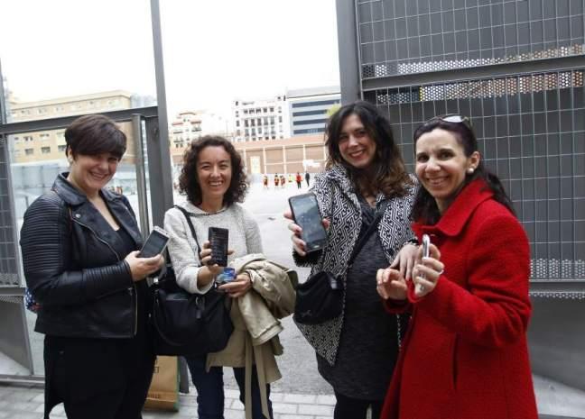 Grupo de mamas usando Whatsapp