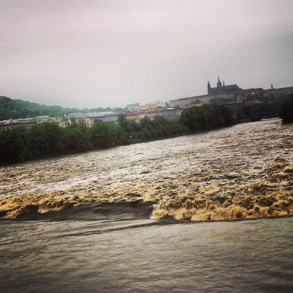 RadkaZimovaK_PragueCastle_over_Flooding_Vltava