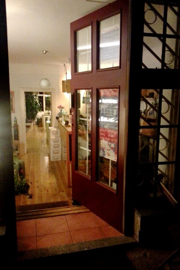 RadkaZimovaK_Pasapas_FrenchWine_Cafe_Entrance
