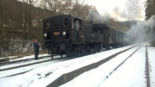 steamtrain steamlocomotive black train in winter