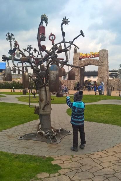 DinoParkHarfa_giantmusicalinstrumenttoplaywith2_Praguewithkids