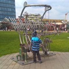 DinoParkHarfa_giantmusicalinstrumenttoplaywith_Praguewithkids