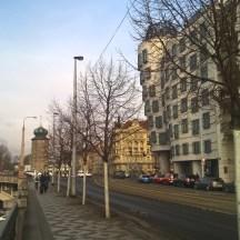 Praha-DancingHouse_riverWalk