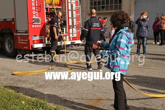 Ludoteca_2015-Visita_al_parque_de_bomberos-Galerias-Ayuntamiento-de-Ayegui (12)