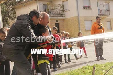 Ludoteca_2015-Visita_al_parque_de_bomberos-Galerias-Ayuntamiento-de-Ayegui (15)