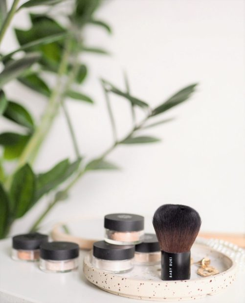 image of Lily Lilo mineral makeup and baby kabuki brush