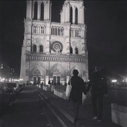 Notre-Dame-de-Paris-love-couple