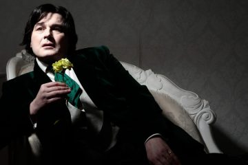 Gerard Logan as Oscar Wilde