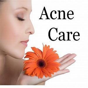 Rimedi ayurvedici contro l'acne: alimentazione sana e pulizia della pelle