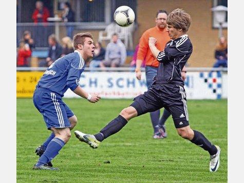 Steffen Daug (links) spielte bereits in der Jugend (hier im Trikot der Landesliga-U17) für den TuS Bodenteich. Archivfoto:B. Klingebiel