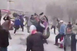 """Tehrana yağan güclü qarı """"Olmaz, olmaz"""" mahnısıyla qarşıladılar – VİDEO"""