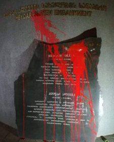 Heydər Əliyevin Tbilisidəki abidəsinə boya atdılar – foto
