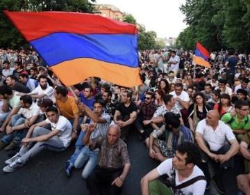 Ermənistanda kütləvi tətil: yollar bağlandı
