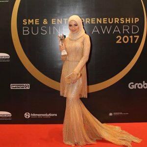 Neelofa Memenangi Awards Kerana Kejayaan Dalam Perniagaan