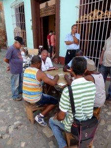 Lekker oldskool domino spelen. Trinidad