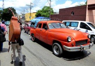Muzikant op pad. Santiago de Cuba