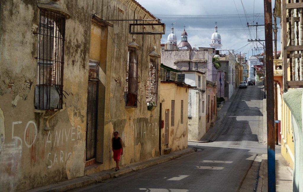 Super mooi glooiend straatje. Santiago de Cuba