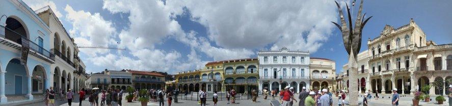 Plaza Vieja in stretchorama. Havanna
