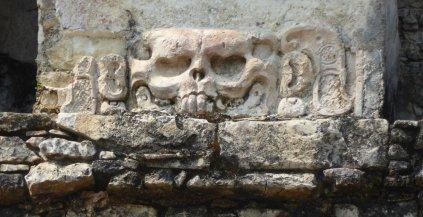 Gezelligheid in de muren van Templo de la Calavera. Palenque