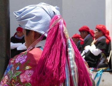 Mooie traditionele kleding in San Lorenzo Zinacantán.