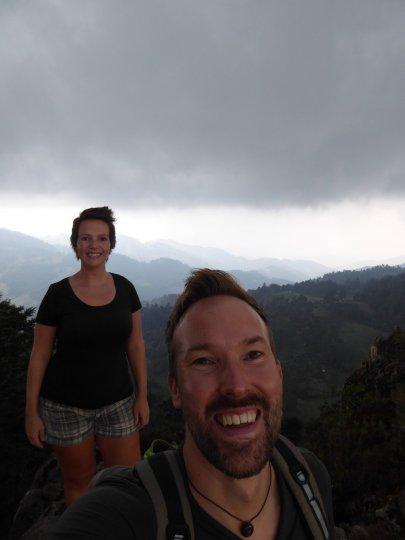 Happy us! Op de top van de viewpoint bij Cuajimoloyas.