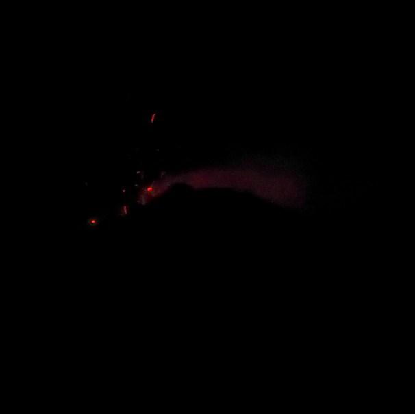 Kijk die klonten lava vliegen. Fuego